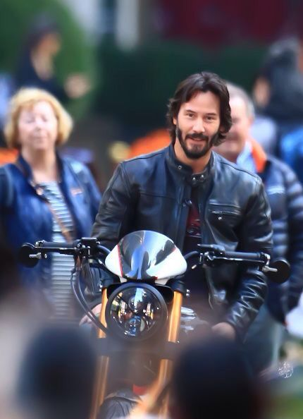 WHY DO WE LOVE KEANU?  Because he looks mighty nice on this bike. (chicfoo) keanu