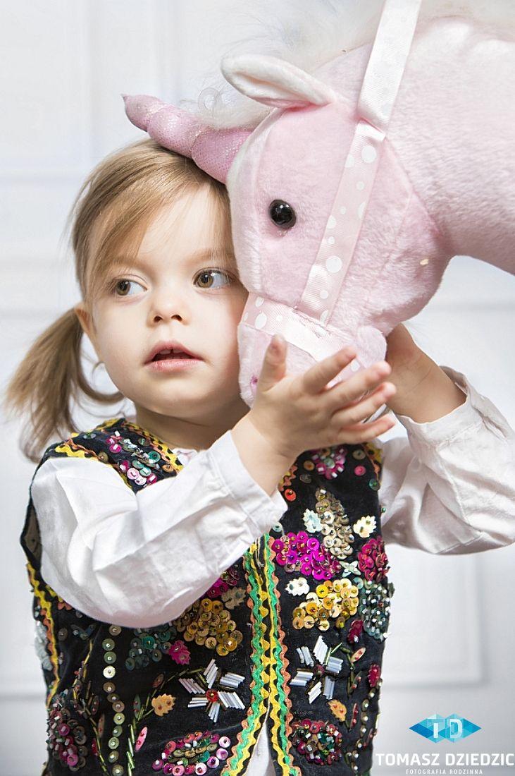 Zdjęcia dzieci w stroju krakowskim. #fotografiarodzinna #kids #dzieci #zdjeciarodzinne