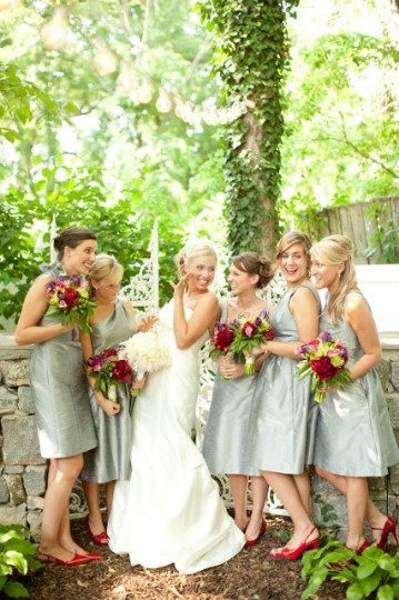 cute pic of bride and  bridesmaids