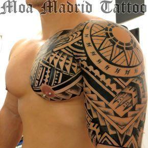 Tatuaje maorí pecho hombro brazo omoplato Moa Madrid Tattoo, tu elección mejor de tatuador en Madrid. Tu tattoo profesional, en mi estudio de tatuaje. #maoritattooshombro #maoritattoosbrazo