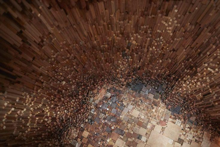 """Katie Paterson e Zeller & Moye criam """"oca"""" com mais de 10.000 amostras de madeira"""