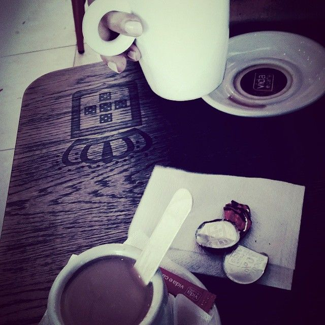 Hot Chocolate and Caffe Latte magic - more chocolates please! #vidaecaffe #hotchocolate #Capetown #coffee #bestfriends