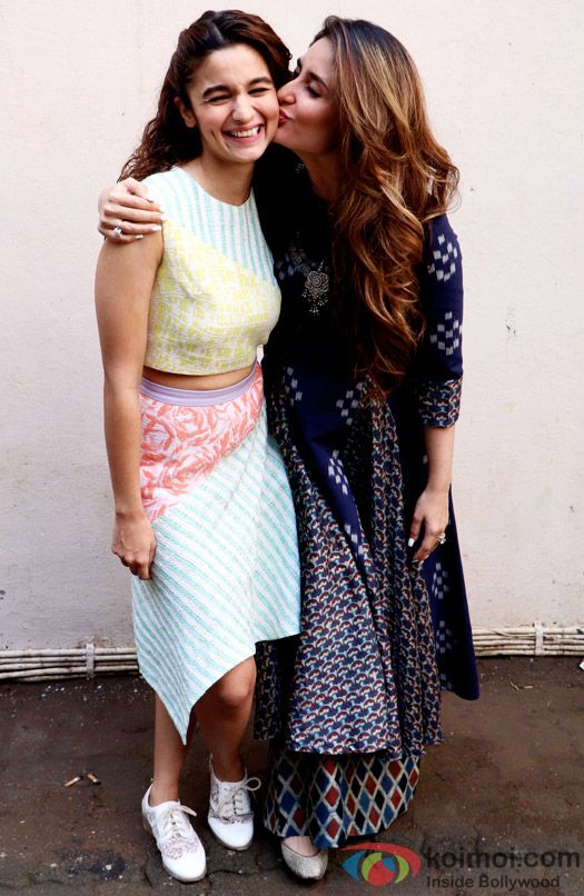 When Alia Bhatt Shared Fan Moment With Kareena Kapoor Khan