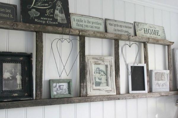 Mooi; een ladder in de muur. Leuk voor je servies, vaasjes of fotolijstjes o.i.d.