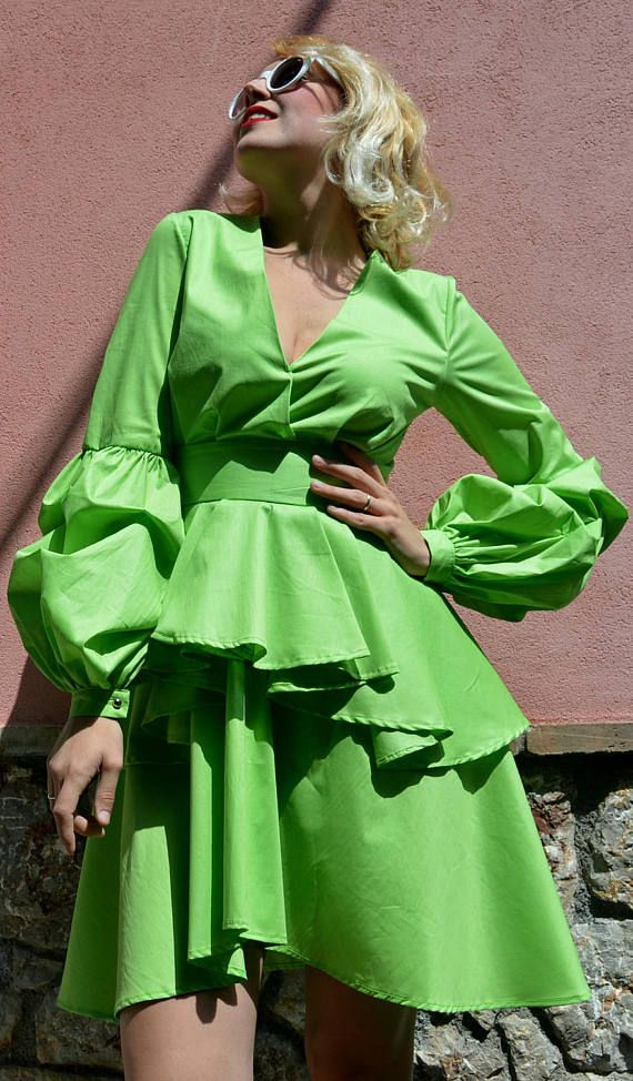 Light green cotton summer dress, extravagant and stylish - a must-have this summer! Ruffled summer dress made of pure cotton, very soft, light and easy to wear. From the new La Dolce Vita collection this dress embodies the easy living, the fun, colorful and bright side of life!  Material: 95% cotton, 5% elastane Care instructions: Wash at 30 degrees  The model in the picture is size S.  Can be made in ALL SIZES.  If you have any other specific requirements, do not hesitate to contact me!  I…