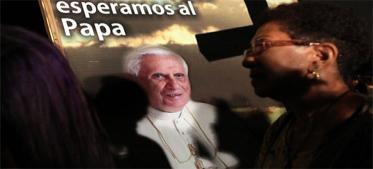 Por segunda vez en siete años de pontificado Benedicto XVI llega a América Latina, donde vive poco más de un cuarto de los católicos del mundo, y será recibido el viernes por una Iglesia que pierde fieles, en una región que desafía sus mandamientos sobre contracepción, matrimonio homosexual y aborto.