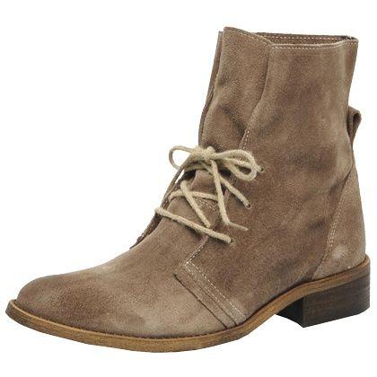 Lässige beige #Stiefel von Addict-Initial. Die #Schuhe sind aus #Leder und besitzen eine lässige Passform. <3 ab 119,00 €