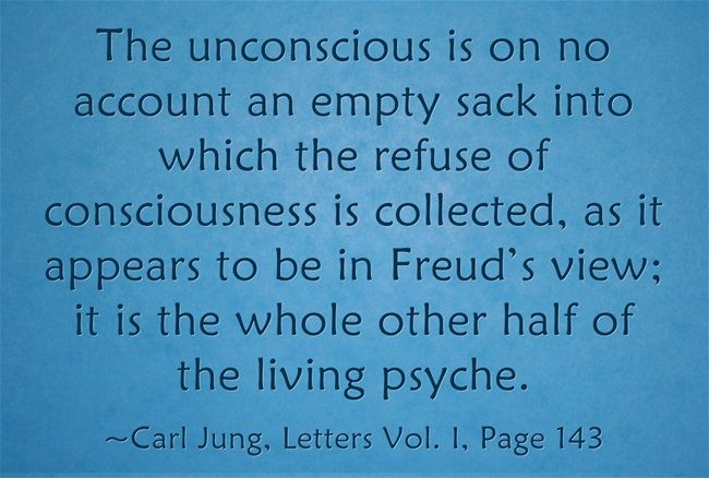 carl jung compare and contrast to sigmund freud Read this full essay on compare and contrast: freud sigmund and carl gustav jung freud sigmund and carl gusav yung are two psychoanalysts who share the sam.