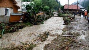 România sub ape. E cod portocaliu de inundaţii pe râuri din 17 județe! Autoritățile sunt în alertă maximă