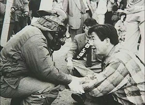 오늘은 대한민국이란 미개한 나라에 100년이나 먼저 오셨다가 너무 빨리 가신 고 노무현 대통령 생신이다. http://t.co/eAScEd7Yqk