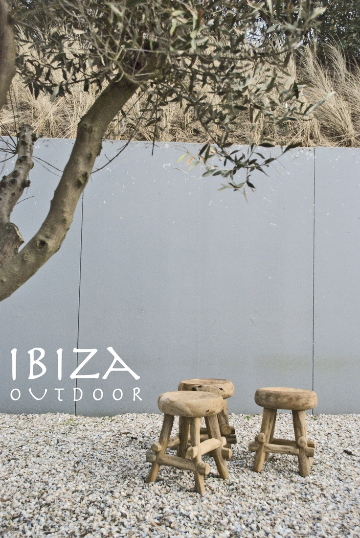 $79.70 (60 euro) Teakhouten krukje van Ibiza outdoor place in another private home. for more infor please do mail me to ibizaoutdoor@gmail.com