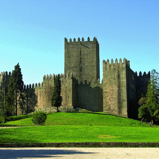 Guimarães Castle.Portugal was born here! The foundation of Guimarães dates from the tenth century. The foundation also of Portuguese nationality, it was here in 1128, that D. Afonso Henriques was recognized as the first King of Portugal. #guimaraes #portugal
