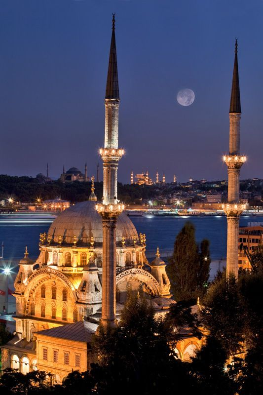 ✿ ❤ Moon and Mosque, Istanbul, Turkey