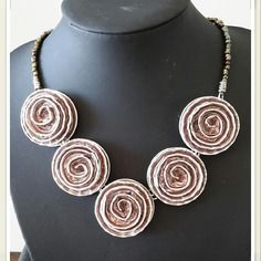 Collier ras de cou rose spirales en capsules nespresso recyclées
