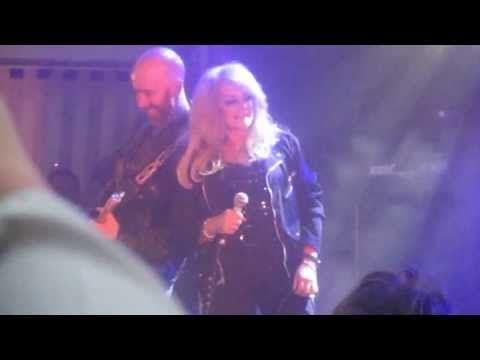 Bonnie Tyler - Kuopio (Finland) - 06/07/2013  #bonnietyler #gaynorsullivan #gaynorhopkins #thequeenbonnietyler #therockingqueen #rockingqueen #music #rock #2013 #finland #kuopio #concert #bonnietylervideo #kuopiowinefestival