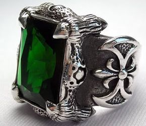 Emerald dragon claw sterling silver men's rings. Emerald green stone weight : 35 CT (15 x 20 mm.) Ring Weight : 26 Grams