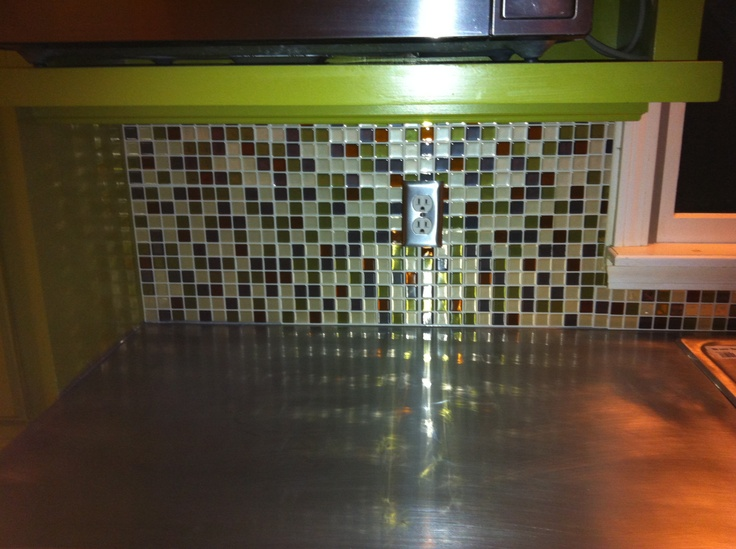 peel and stick tiles for the backsplash looks a lot like glass made