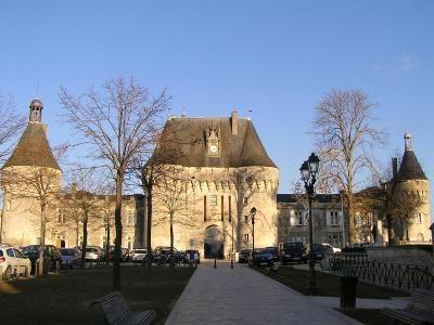Jonzac et son château   Pays de Haute Saintonge Charente-Maritime Tourisme #charentemaritime   #Jonzac   #ville