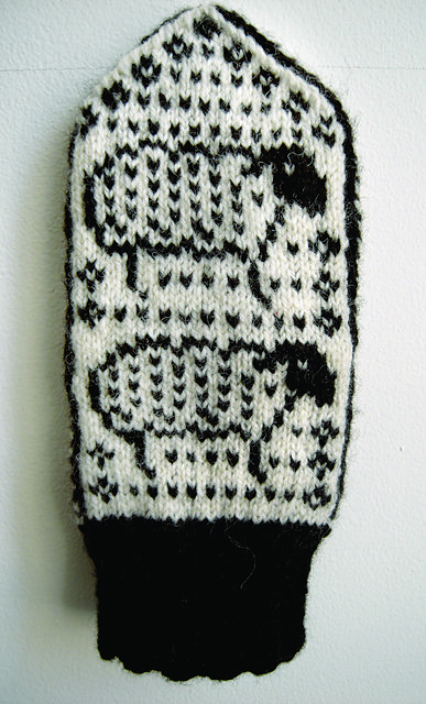 Sheep mittens [knit mittens colorwork sheep]