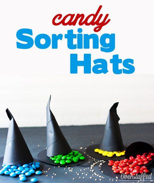 Faça um Chapéu Seletor diferente: quando a pessoa puxa a sua ponta, descobre qual é a sua casa pela cor dos docinho