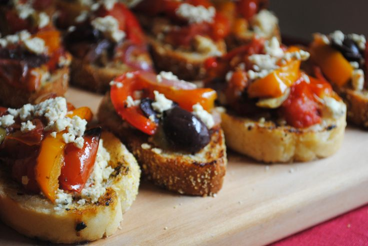Greek crostini with feta cheese - this is a perfect appetizer for a dinner party or girls night!