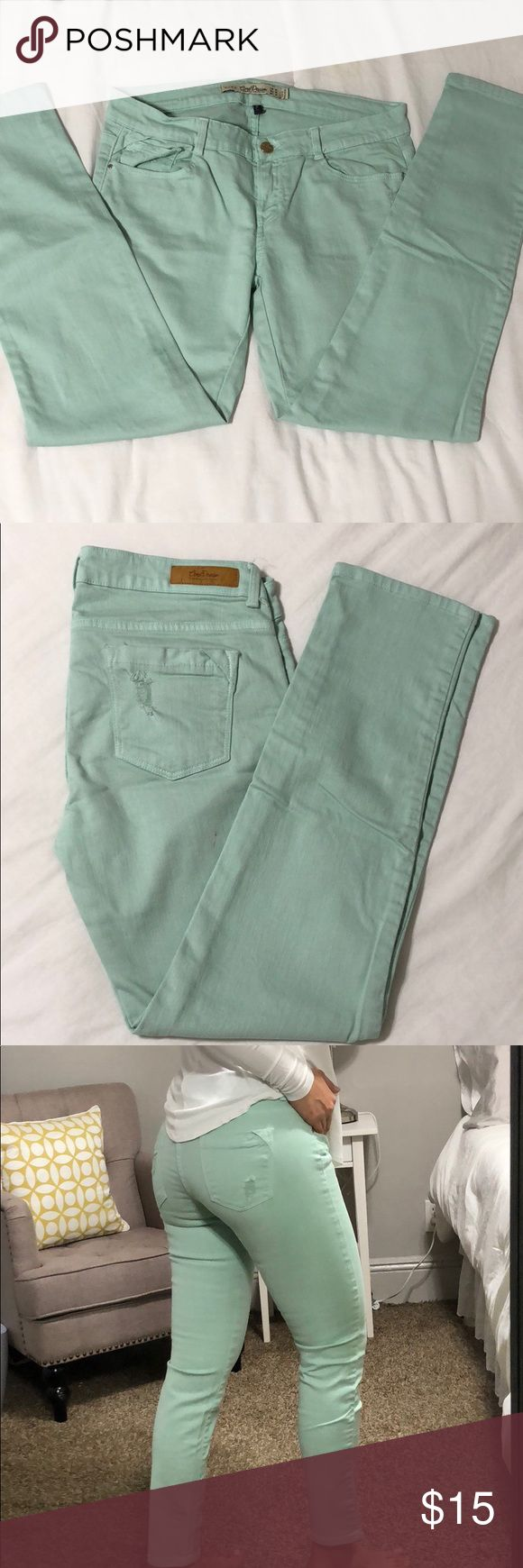 Beautiful Zara Jeans light Turquoise Great fit, stretchable Jeans, beautiful color, just two little stains lightly noticeable shown in the past two images. Moving Sale!!!! Everything must go... ✨🛍 Zara Jeans
