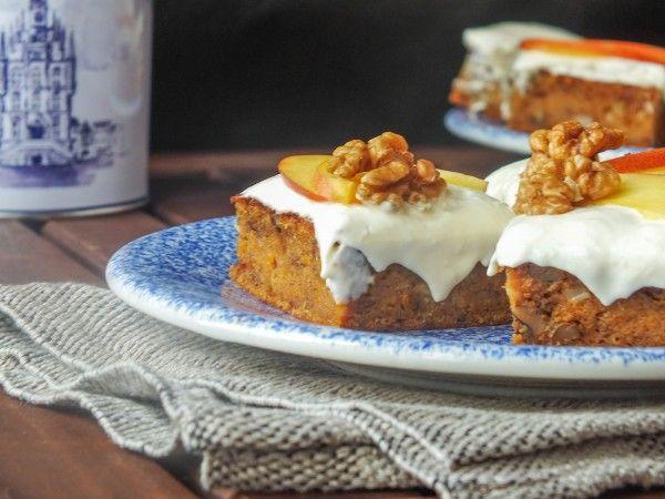 Морковный пирог и творожный фростинг с имбирем и персиками