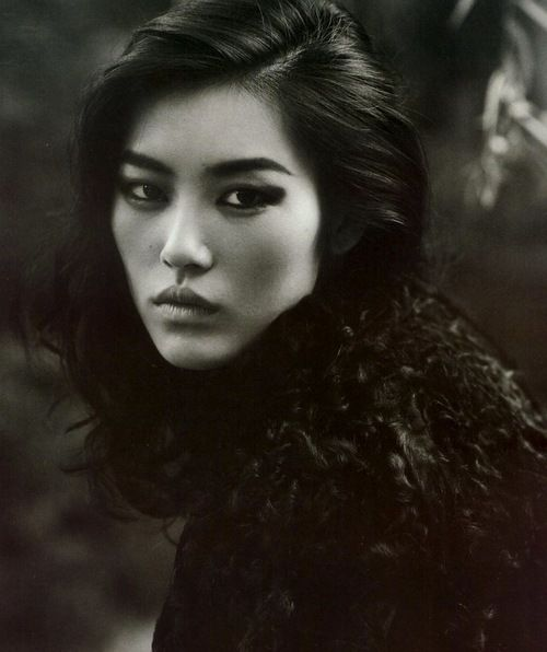 ♂ Black and white photography woman portrait model liu wen
