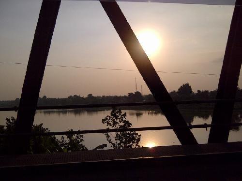 Senja di kali (sungai) Brantas #Mojokerto Yaaay..! Dapet juga fotonya. | @pasarsapi