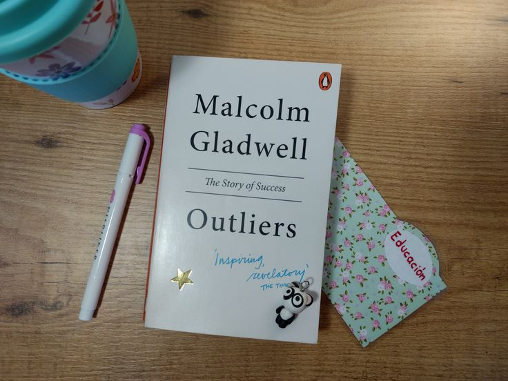 Fuera de serie  (Outliers) http://www.raitit.es/fuera-de-serie-outliers/ ¿Porqué algunas personas tienen éxito y otras no? Hoy te traigo un resumen del libro Fuera de serie de Malcolm Gladwell
