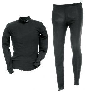 Tuulisuoja alusaasu. Edestä tuulisuojattu aluskerrasto, pusero ja housut. Materiaali 100 % polypropeeni. Siirtää kosteuden iholta seuraavaan kerrokseen.