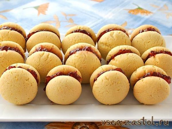 Быстрое и вкусное печенье с малиновым джемом