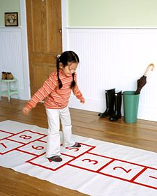 DIY Hopscotch Mat will make the cold winter weather more enjoyable for when cabin fever strikes!  #games #diy #winter