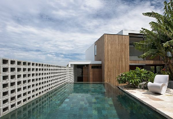 Cool Swimming Pool Design at Contemporary Flipped House in Sydney, Australia, Photo  Cool Swimming Pool Design at Contemporary Flipped House in Sydney, Australia Close up View.