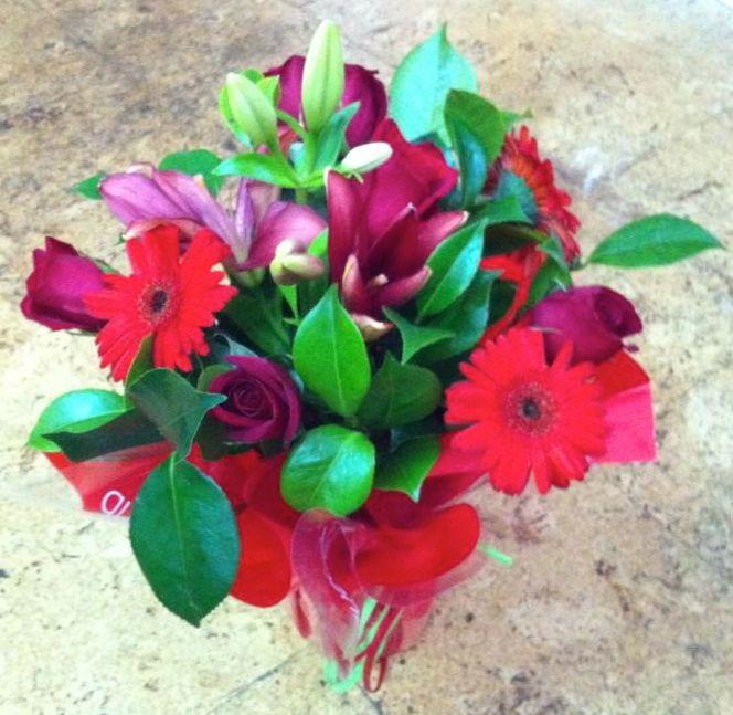 ramo qdf de flores rojas