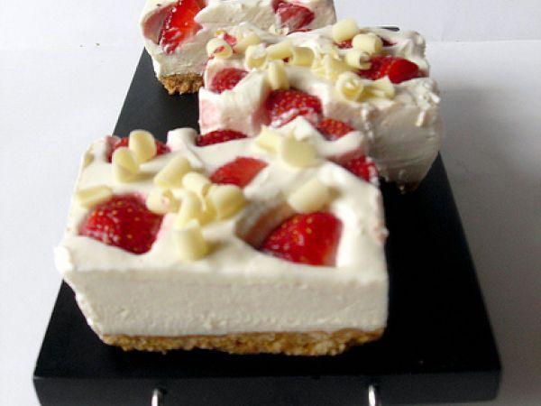 Ricetta Tranci di cheesecake ricotta fragole cioccolato bianco