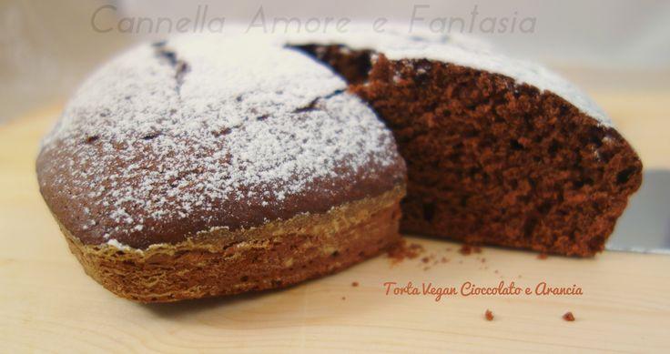 La torta vegan al cioccolato e arancia è una deliziosa aromatizzata torta al cacao e arancia che pur non avendo burro e uova è sofficissima come una nuvola
