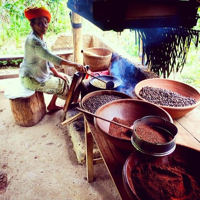 Roasting coffee in #Bali. Photo courtesy of nkgip on Instagram.