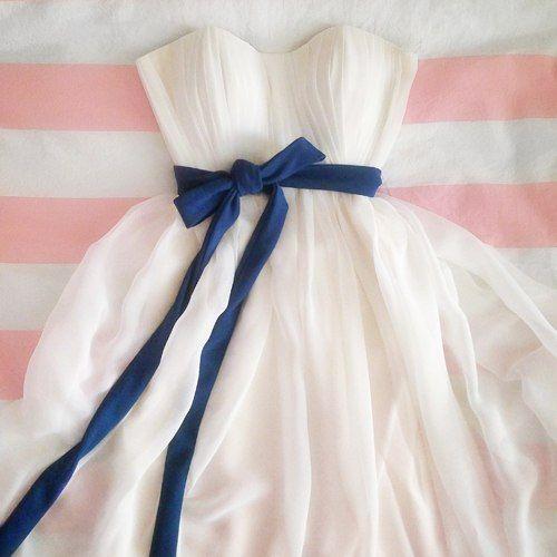 При организации свадьбы студией Feel Real - скидки на пошив свадебного платья! 💙