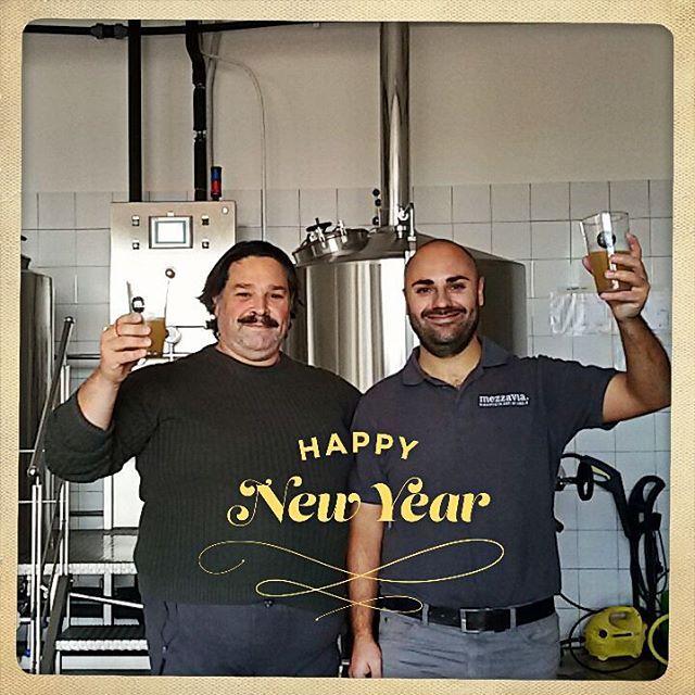 Eppi niu ia dal birrificio Mezzavia!!!! Cheers!!!! #birra #mezzavia #birramezzavia #birraitaliana #birraartigianale #craftbeer #buonabirra #justgoodbeers #beerstagram #instabeer #happy2016 #happynewyear