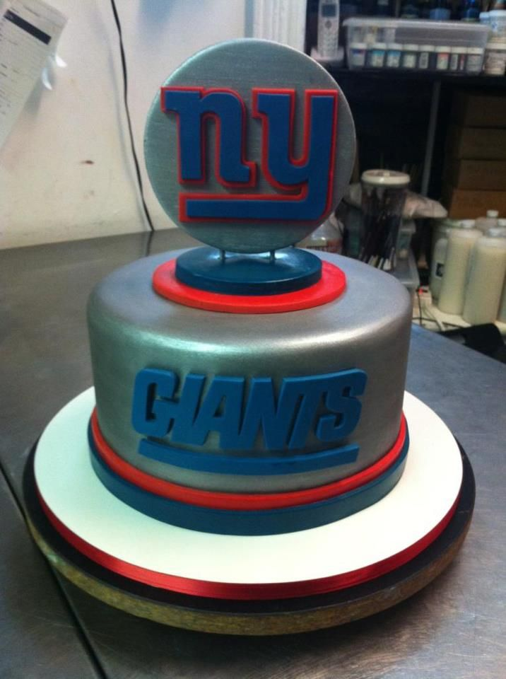 NY Giants Cake...Cake Boss could bake a cake like this if he wanted to...
