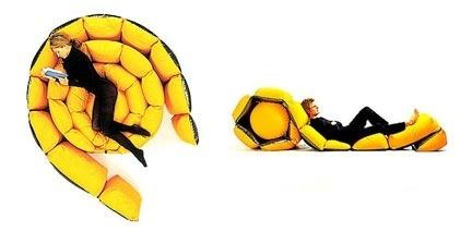 Tre lunghe strisce di morbidi cuscini gialli uniti ad un pouf a sfera formano Micama, progetto della designer italiana Francesca Donati per Antidiva.