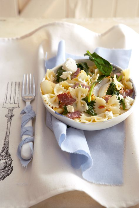 Pasta with spinach, feta and bacon
