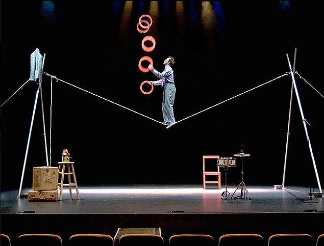 Un week-end de spectacles de cirque, de théâtre et de danse pour toute la famille. Et de la convivialité autour du jeu et du Bal des crapiots ! À Annecy.