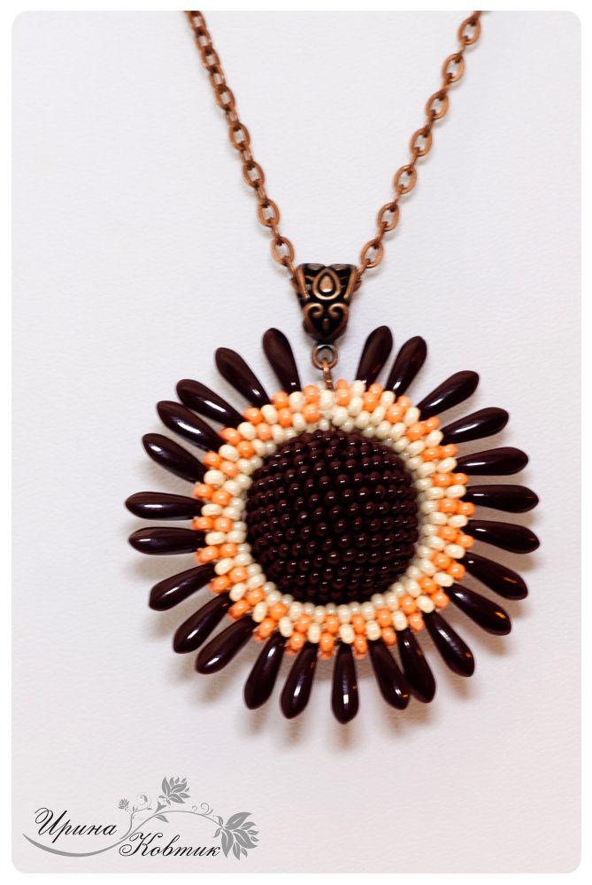 """кулон """"Шоколадное солнце"""") диаметр: 5см, связан из чешского бисера"""