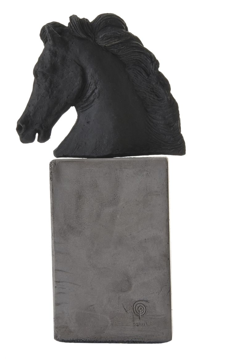 Horse Head. Material: Ceramine. Color: Black.