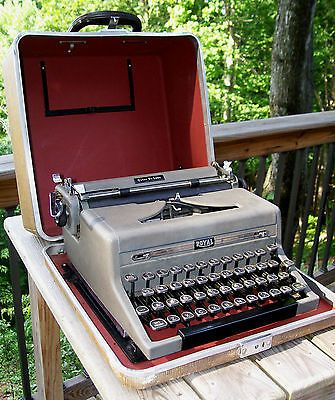 Vintage 1940's-50's Royal Portable Typewriter Quiet Deluxe Glass Keys w/ Case
