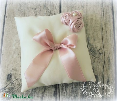 Rózsaszín Álmok Gyűrűpárna (SomethingOldBride) - Meska.hu