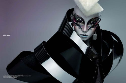 tiniglesias:     Alien Dolls editorial by Spanish Photographer Paco Peregrín for Avenue Illustrated magazine. These photos are pretty mind-b...
