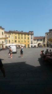 Amfi Piazza